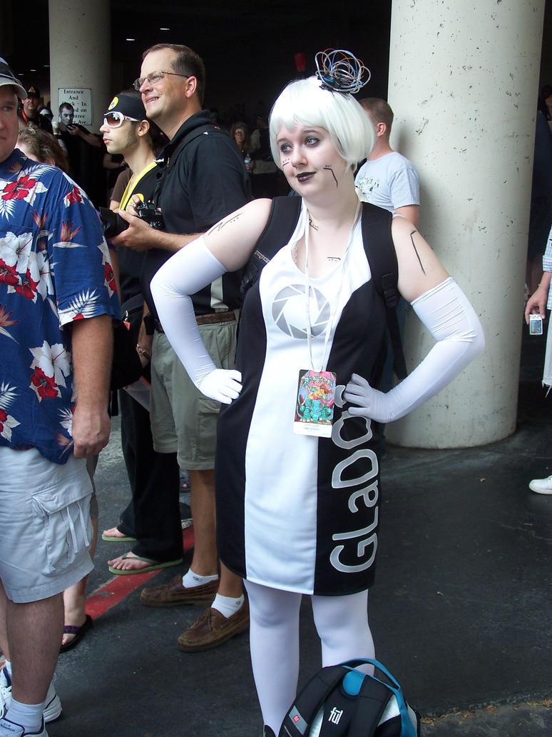 GLaDOS Cosplay Dragon Con 2011 by DottoraQN