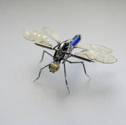 Popper, a mechanical dragonfly creature