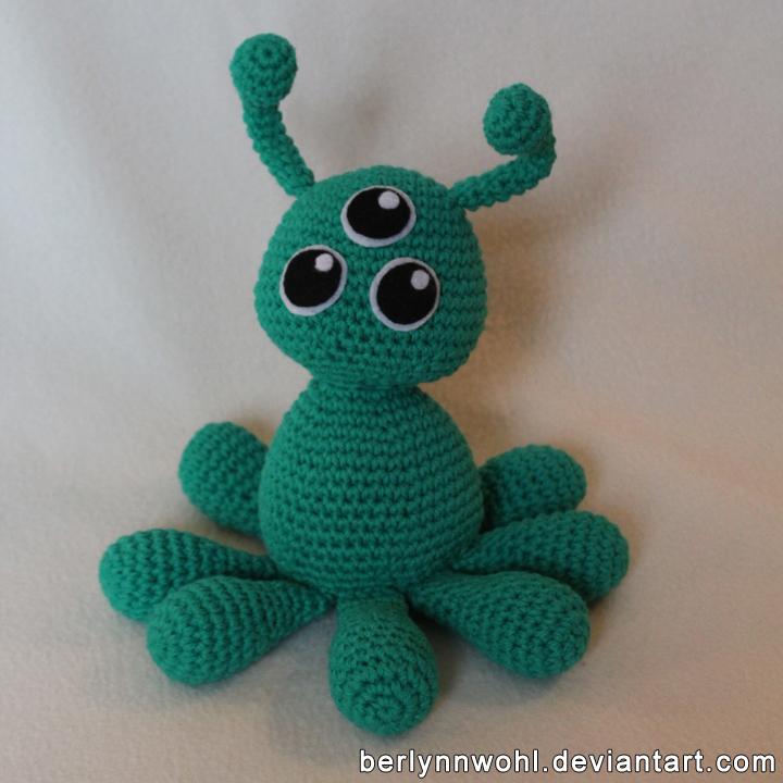Cute Cuddly Martian by berlynnwohl