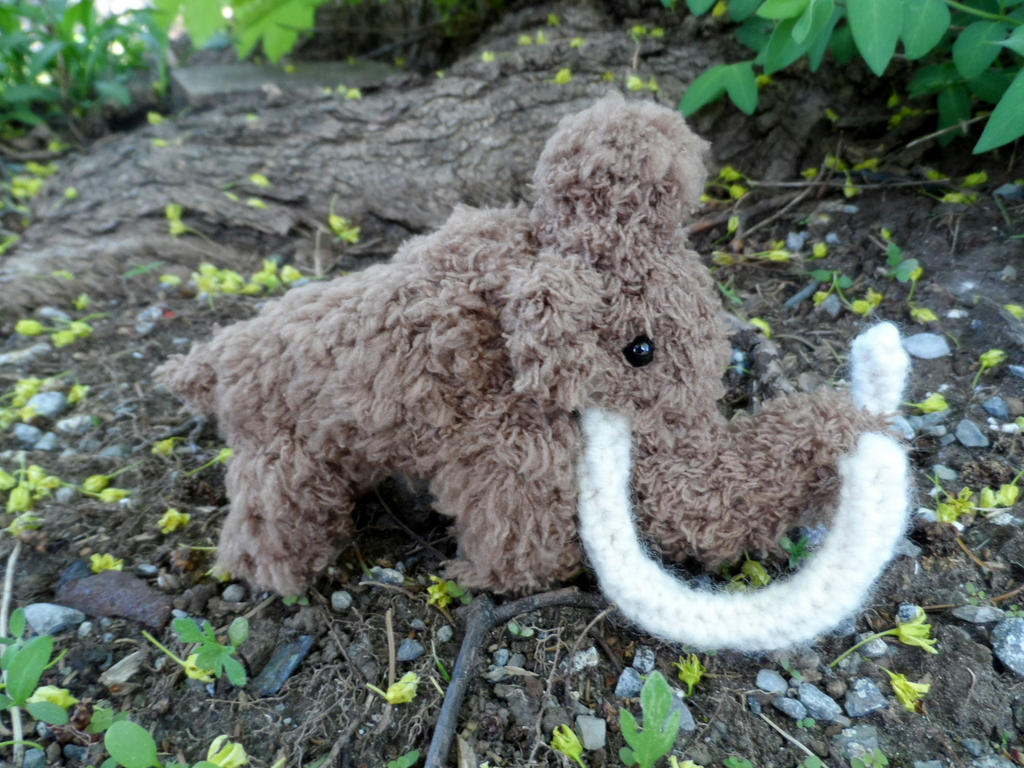 Mini Woolly Mammoth by YarnHoardingDragon