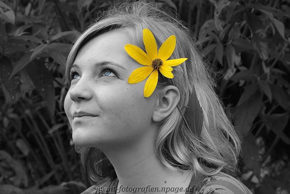 the flower girl by MT-Photografien
