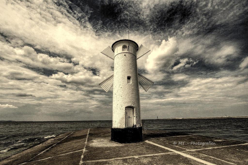 lighthouse muehlenbake by MT-Photografien