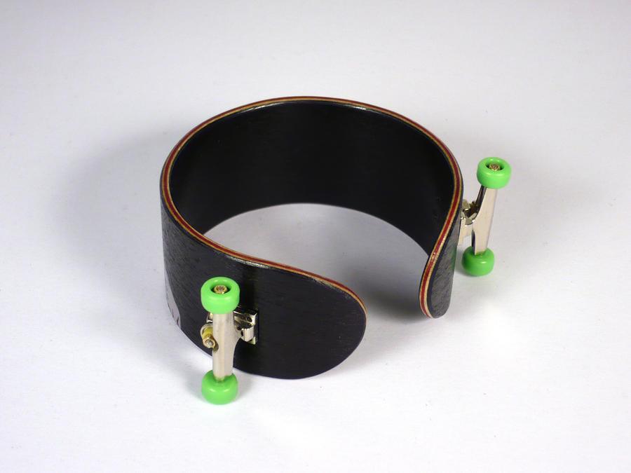 Skateboard bracelet 11.2 by elniniodelaschapas