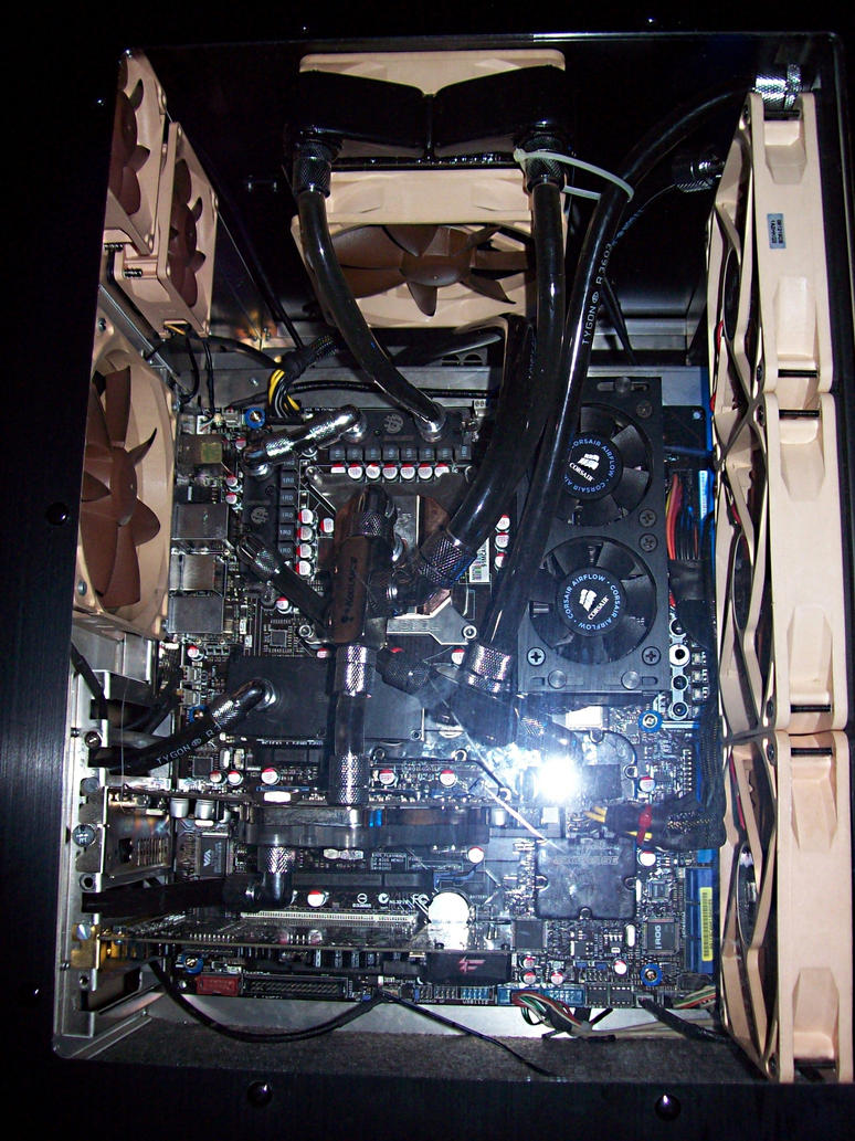 August 2009 watercooled case by StopDreaming