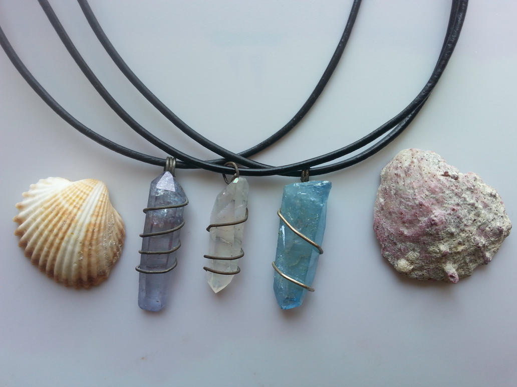 Crystal Point Quartz Necklaces / Healing Crystals by TwinSocks