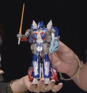 Another in hand image of tlk voyager optimus prime by SRGDuck