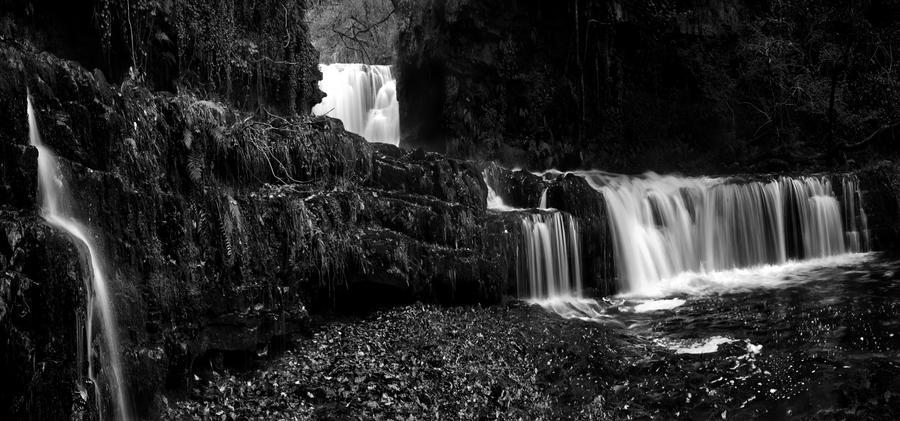 Black n white falls by nectar666