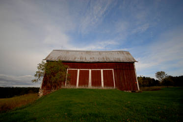 The Lessard Barn by myrnajacobs