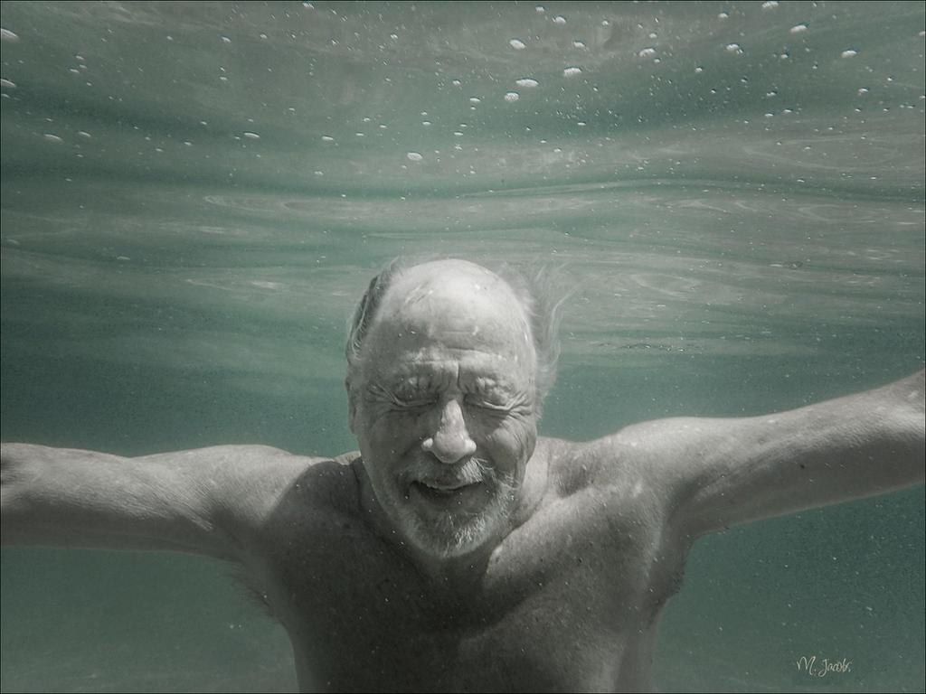 Underwater by myrnajacobs