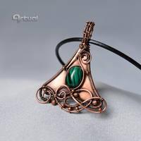 Copper pendant with Malachite