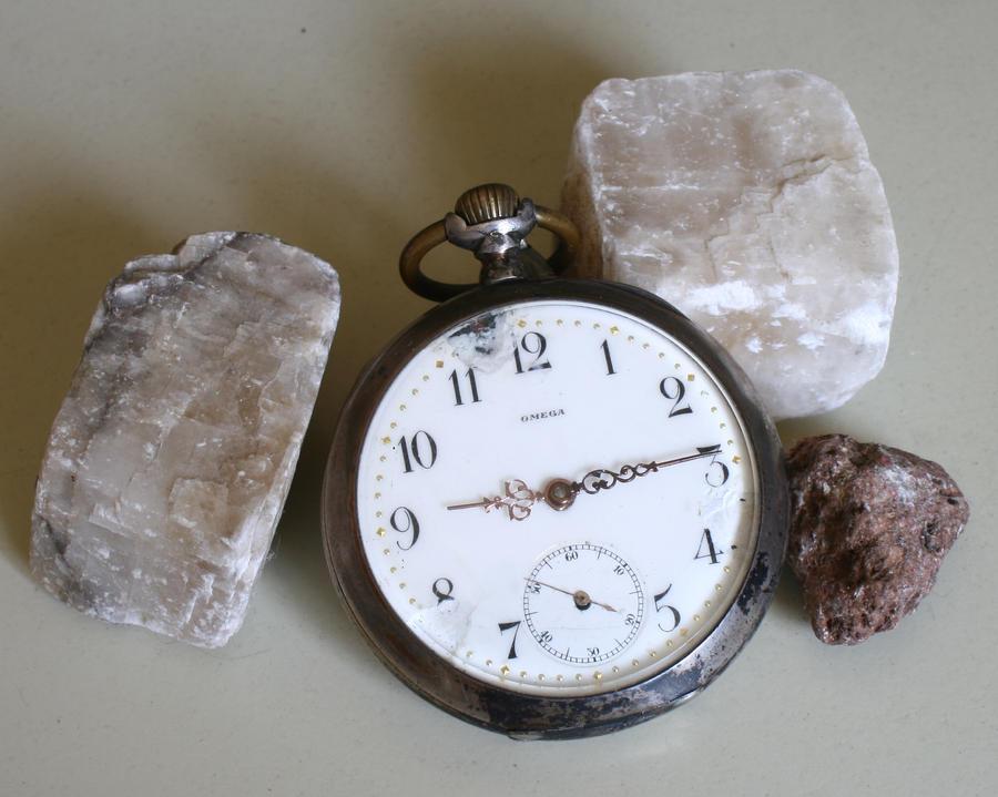 broken clock and stones by Nexu4