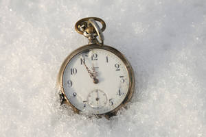 pocket watch in the snow 01 by Nexu4