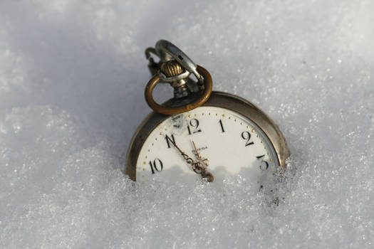 pocket watch in the snow 02