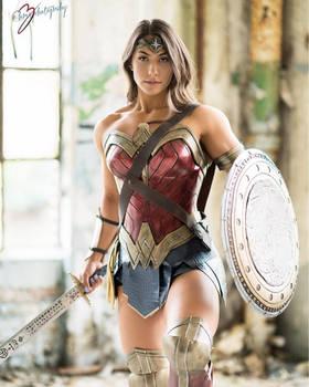 Wonder-Woman-Cosplay-Brigitte-Goudz-001