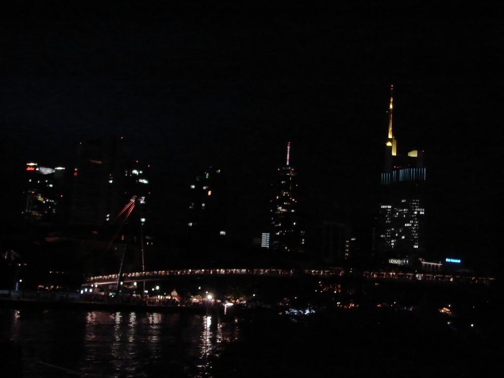 Skyline of Frankfurt by OMaximus