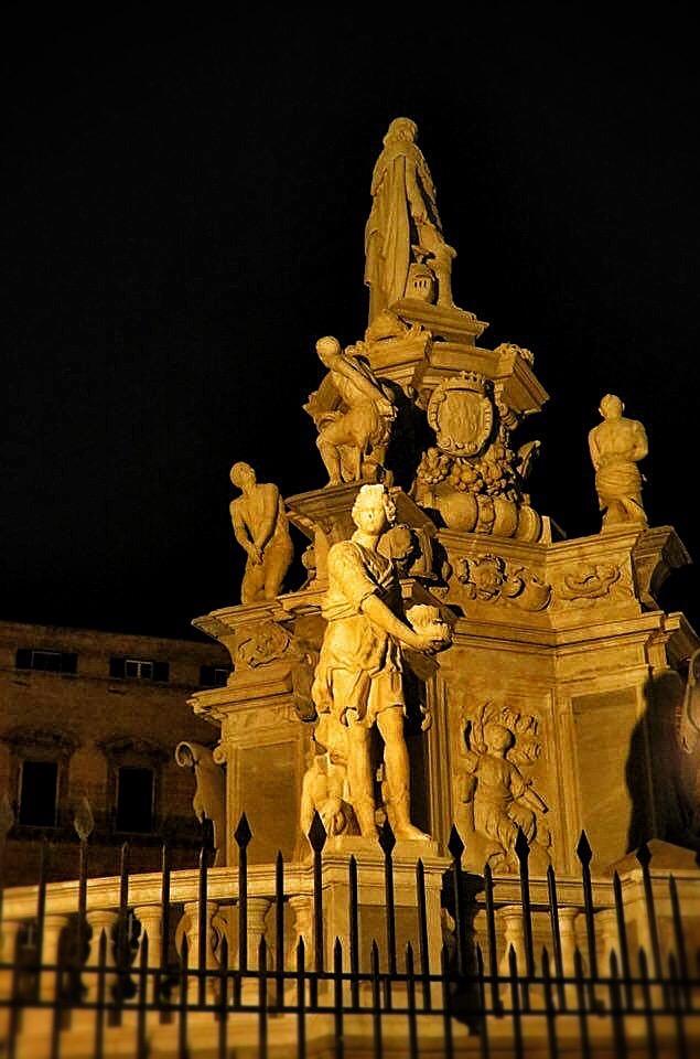 night, fountain ... Palermo ... by DemonSD