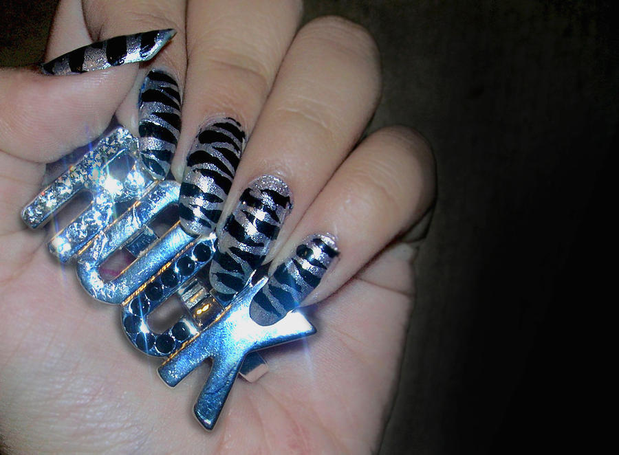 Silver Zebra Nails By 02351395 On Deviantart