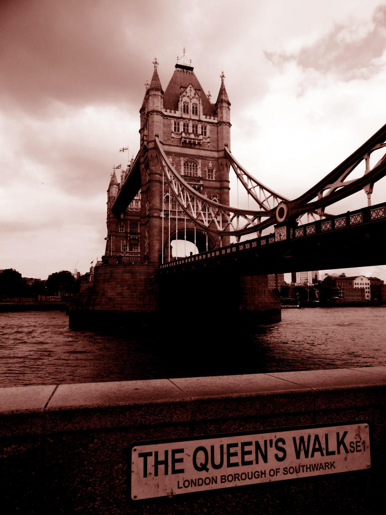 The Queen's Walk by lokitsune
