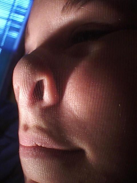 Колготки на лице и на всем теле