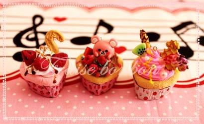 bonbon cupcakes 1 by Fraise-Bonbon