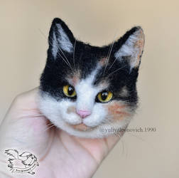 Needle Felted magnet Cat by YuliaLeonovich