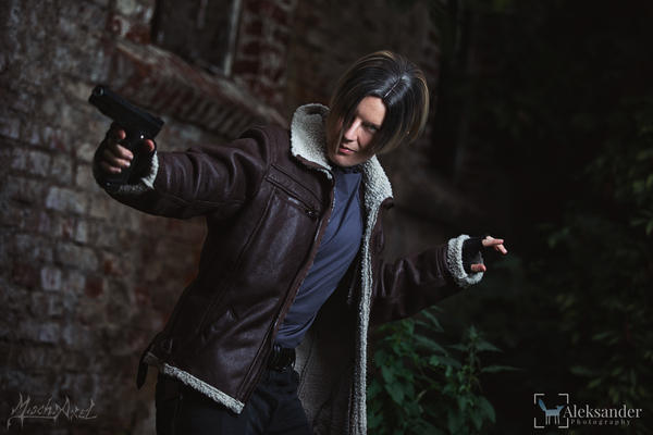 Leon S Kennedy Resident Evil 4 Cosplay By Mischaxel On Deviantart