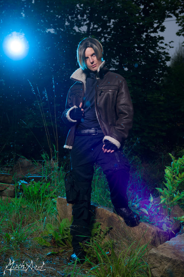 Leon S. Kennedy Resident Evil 4 Cosplay by MischAxel