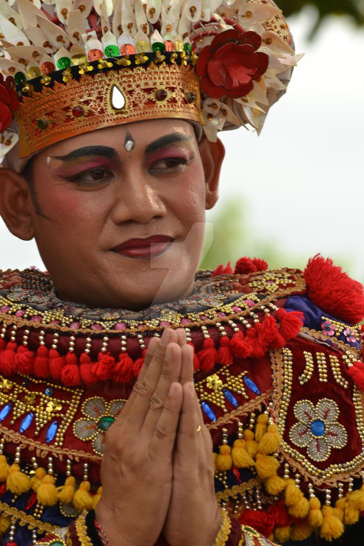 Balinese Dancer (Close Up) by dheeethalexandra