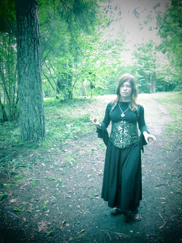 Dark witch, kind witch by ImperataLexinor