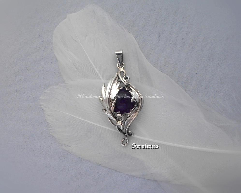 'Nightelf's eye', sterling silver pendant by seralune