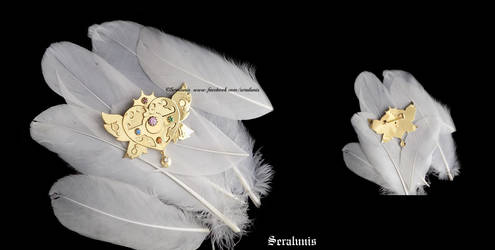 Cosmic heart gold-plated brooch