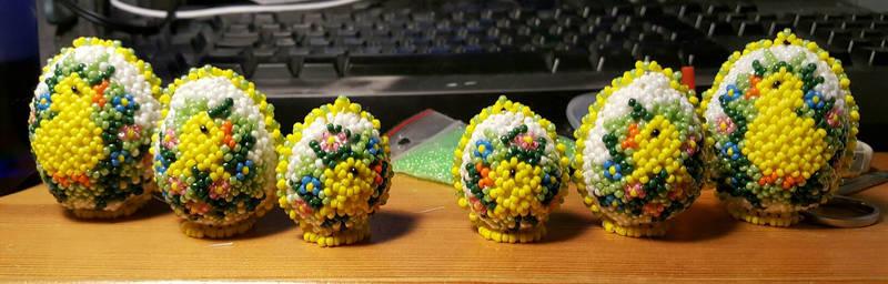 Glas bead ester eggs