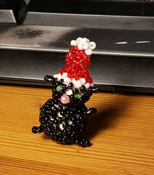 Glas bead cat in Christmas hat