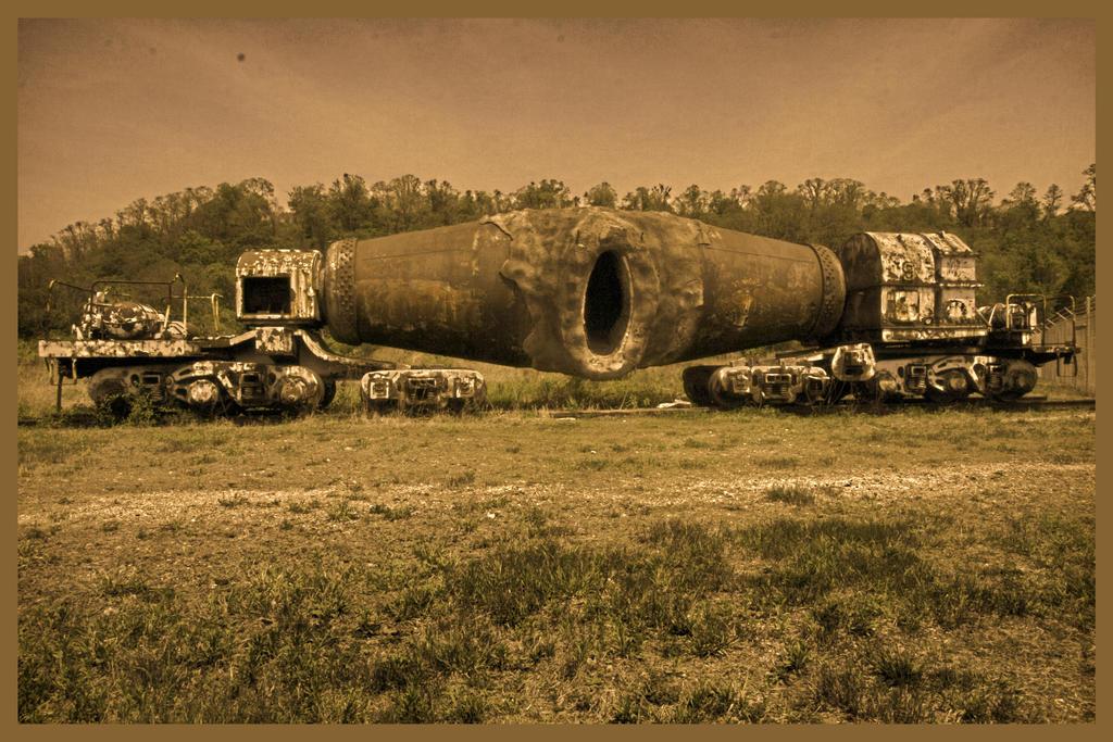 Abandoned Furnace - Truck by cjheery