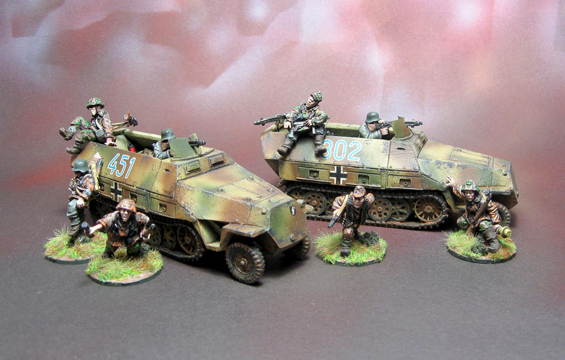 SS SdKfz 251 D Hanomag with Crew by Graveus