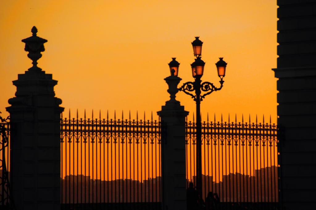 Atardecer en el Palacio Real by Lorenaenglish