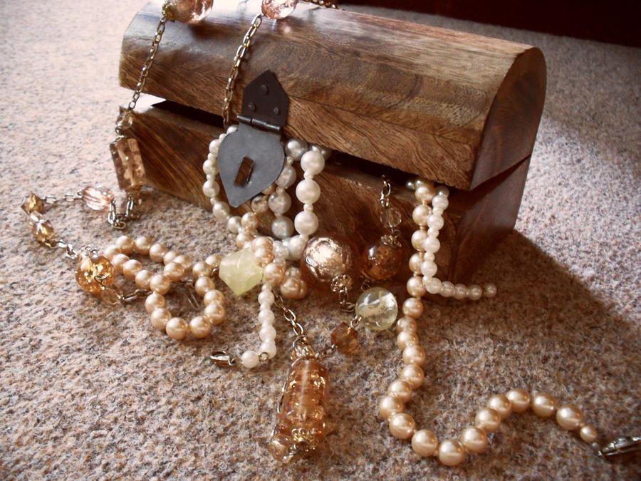 nakit -ukras ili umetnost - Page 4 Amber_like_by_DarkingGirl