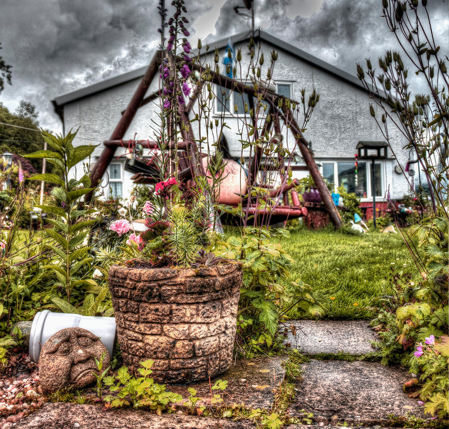 My garden 39 s view on the weather by vzzzbux on deviantart for Macintosh garden