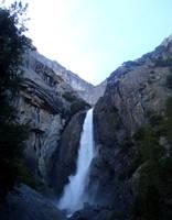 Yosemite Falls by dwarfeater