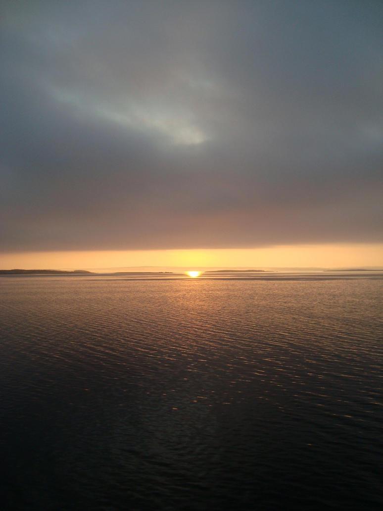Oslofjord Sunrise by dwarfeater