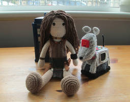 Doctor Who: Leela and K-9 Crochet (Commission) by fourthimbles