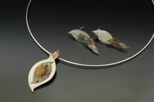 Swirlies: pendant-earring set by Arienne-Keith