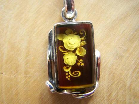 Carved amber 'kamejka'