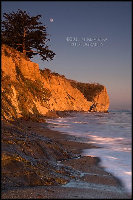 Lunar Rise in Shell Beach by twelvemotion