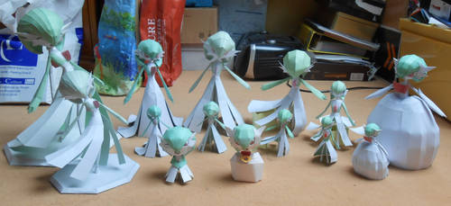 Gardevoir Papercrafts Family Picture