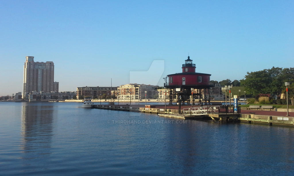Harbor Light by thirdhand