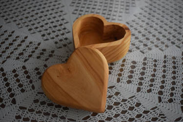 Wooden Heart Box by matcheslv