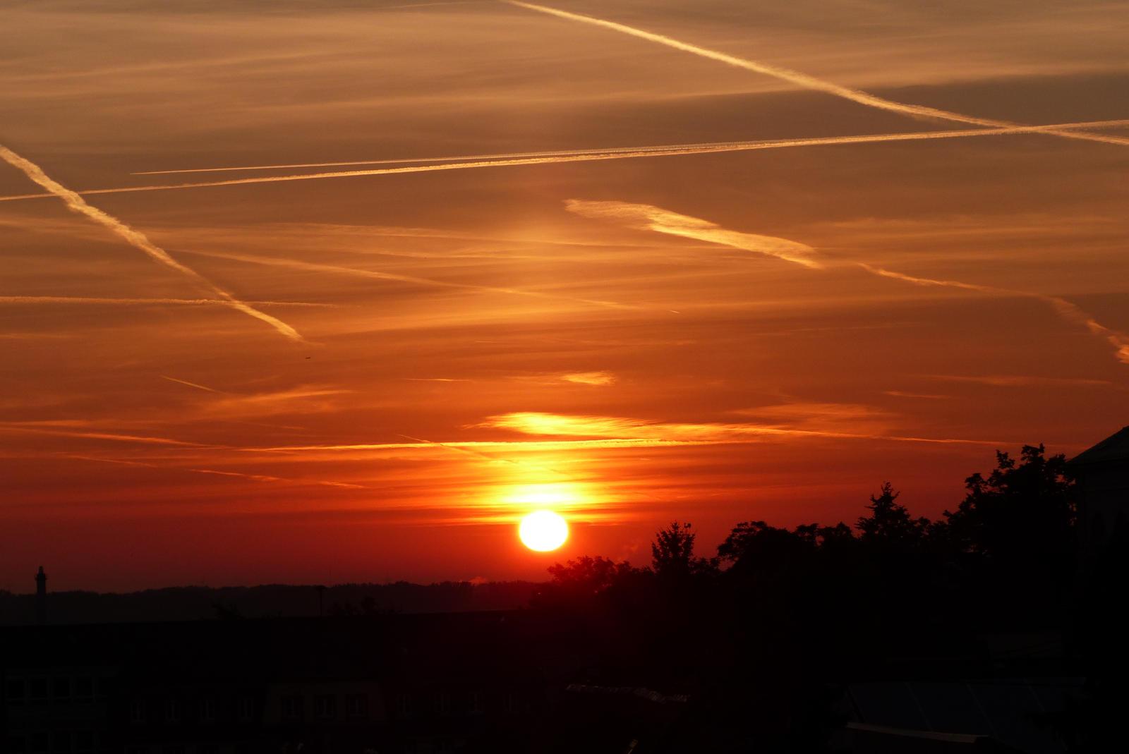 Sunrise by headstert