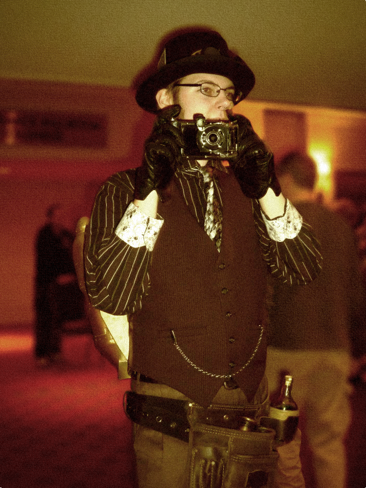 Youmacon 2011 - Steampunk by videolizzard99