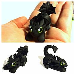 Baby Nightfury dragon by LittleCLUUs